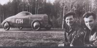 ГАЗ-ГЛ1 1940 года с шестицилиндровым мотором. Слева - гонщик Николаев, справа - его механик Смирнов