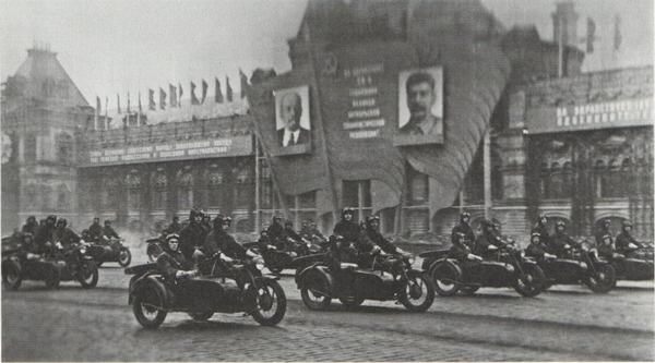парад военных мотоциклов