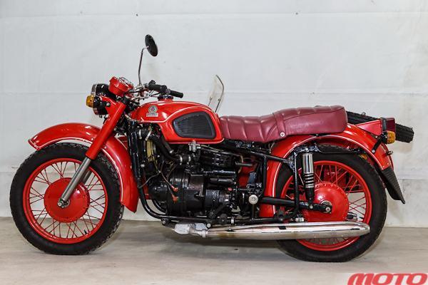 обновленный мотоцикл с двигателем РД-510 и обновленным шасси Днепр
