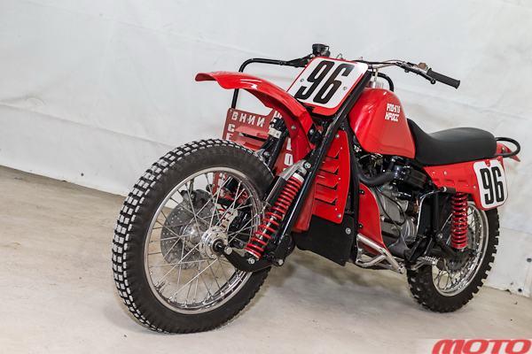 Гоночный мотоцикл для кросса с коляской