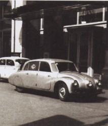 """выставка старинных автомобилей у гостиницы """"Метрополь"""". 1994 год."""